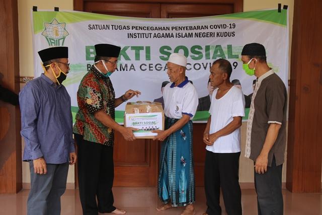 IAIN Kudus Beri Sembako Mahasiswa Thailand Terdampak Covid-19  hingga  Beri Hand Sanitizer, Masker dan Desinfektan ke Sembilan  Masjid